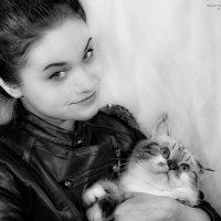 Портрет девушки с котом. :: Edward J.Berelet