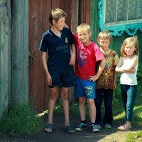 дети в деревне :: Павел Крутенко