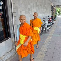 Таиланд. Корат. Маленькие монахи :: Владимир Шибинский