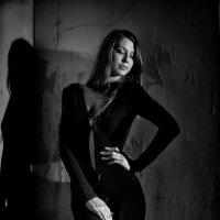 Девушка в черном :: Оксана Николаева