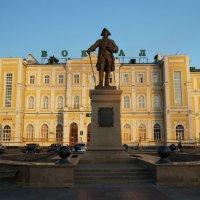 Привокзальная площадь Оренбурга. Памятник Рычкову П.И. :: Elena Izotova