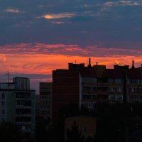 Вечерняя заря в городе :: Андрей Воробьев