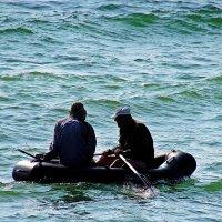 двое в лодке... не хватает собаки! :: Александр Корчемный