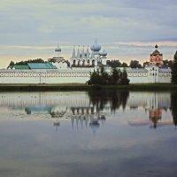 монастырь вечером :: Сергей Кочнев