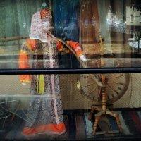 Под стеклом Краеведческого музея в г. Люберцы :: Ольга Кривых