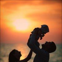 Как свет исходит от солнца, так и счастье исходит из любви :) :: Алексей Латыш