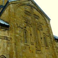 Фасад церкви Успения ( 17 век) в цитадели Ананури. :: Игорь