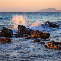 Море волнуется пеной искристою :: Лидия Цапко