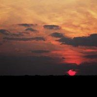 Горящий диск солнца достиг той черты, где кончается свет :: Татьяна Губина