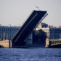 Троицкий мост разведен, ждет крейсер Аврору :: Sergey Lebedev
