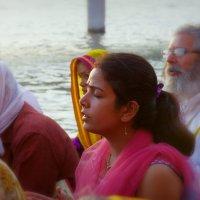 Лица Индии.Молитва. :: Михаил Рогожин