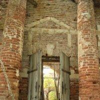 Врата храма. :: Лилия Гудкова