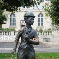 Веве. Памятник Чаплину в сквере его же имени :: Елена Павлова (Смолова)