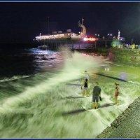 Ночной шторм в Ялте :: L Nick