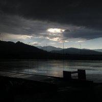 Небо с дырой :: Сергей Ромадин
