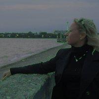 Девушка и море. :: Мила Бовкун