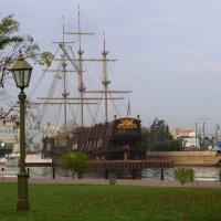 Корабль и река. :: Владимир Гилясев