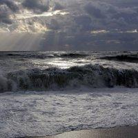 Когда на море шторм и вечер :: Виолетта