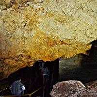 В пещере. Всё ниже и ниже... :: Владимир Болдырев