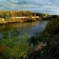 Вид на устье речушки осенью :: Павел Гусев