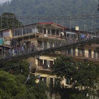 Ришикеш. Мост через Гангу в Лакшман Джулу... :: Игорь