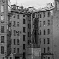 Памятник Дзержинскому Ф.Э. напротив управления ФСБ.. :: Владимир Питерский