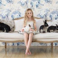 Тася и кролики :: Виктория Иванова