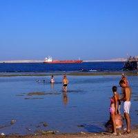 На пляжу - хочь посяжу - хочь поляжу... :: Виктор Коршунов