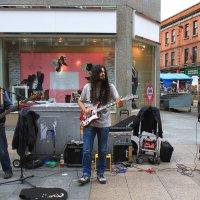 Рок группа на улице Дублина :: Владимир Сарычев