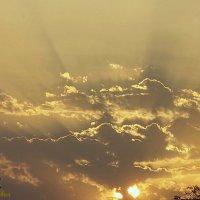 солнышко в облаках :: Юрий Владимирович