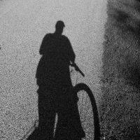 На велосипедной дорожке... :: Юрий Поляков