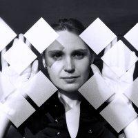 Вероника - за стеклом :: Сергей Гутерман