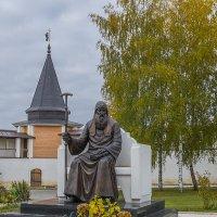 Памятник Патриарху Иову в Старицком монастыре :: Михаил (Skipper A.M.)