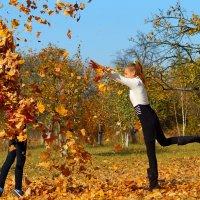 Подруга! Хочешь фотографию в листьях ??? :: Алексей Ревук