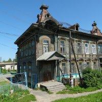 Старинный красивый дом :: Светлана Лысенко