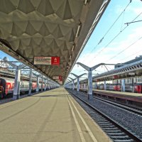 Московский вокзал...ожидание поезда на Кострому. :: Михаил Жуковский