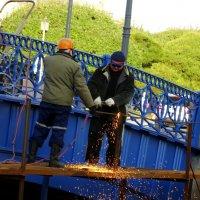 Ремонт Синего моста красным пламенем. :: Владимир Гилясев