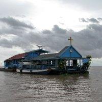 Католическая церковь на водах :: Александр С.