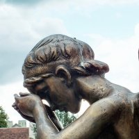 """Минск. """"Остров Мужества и Скорби"""". Памятник «Плачущий ангел» :: Николай"""