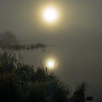 Пробивалось солнце сквозь туман... :: Сергей Костенко