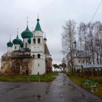 Богоявленский Авраамиев монастырь . Внутренний двор. :: Galina Leskova