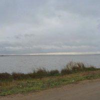 За разрушенной монастырской  стеной  берег  озеро  Неро.... :: Galina Leskova