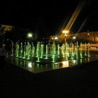 Орский фонтан ночью. :: Елизавета Успенская