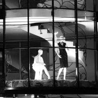 Жизнь ночных витрин. :: Larisa Gavlovskaya