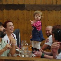 Мюнхен, Октоберфест, Танцевать на столе нужно с дестсва :: Serb