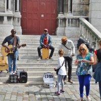 Джаз-банда на ступеньках собора Секре-Кёр :: Svetlana27