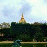 двор музея Родена с видом на Дом Инвалидов :: Александр Корчемный