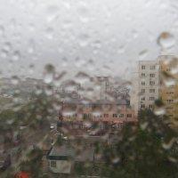 Смотрю я в окошко – а дождик-то где? :: Валерий Дворников