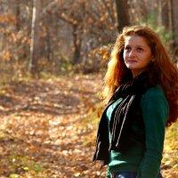 в осеннем лесу :: Tatyana Belova