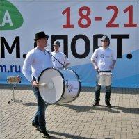 Эй, барабанщик, бей в барабан, бей в барабан, не жалей барабан... :: muh5257